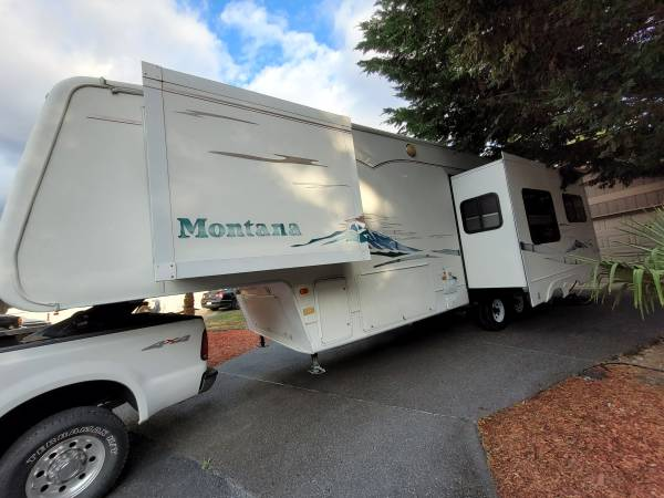 Photo 2004 Montana 5th wheel 3 slides 32ft fully equipped like new - $15,900 (Puyallup)