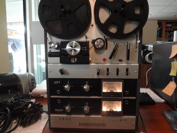Photo AKAI M-9 tape recorder - $1 (Wenatchee, Wa.)