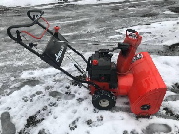 Photo Ariens ST524 Snow Blower - $200
