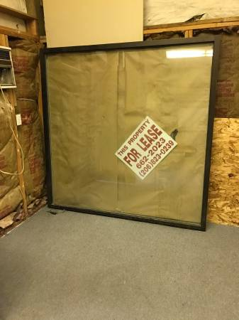 Photo Commercial store front glass and frame - $150 (East Wenatchee)