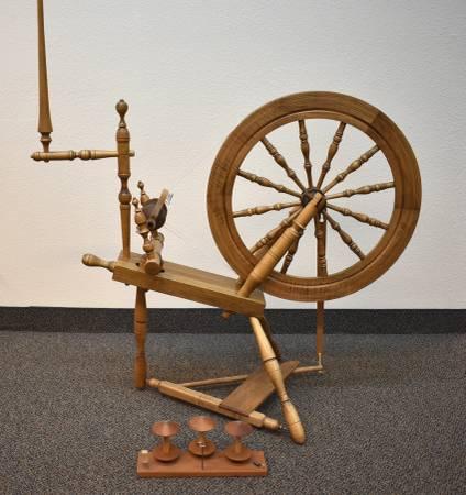 Photo Country Craftsman Spinning Wheel - $250 (Wenatchee)