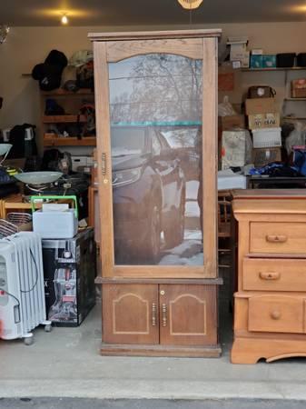 Photo Display case glass front 8 gun - $125 (East Wenatchee)