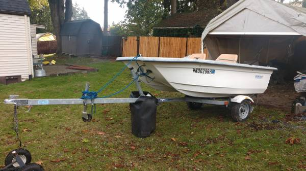 Photo Estate Sale Everett Sportcat Sterling Boat - $900 (Everett)