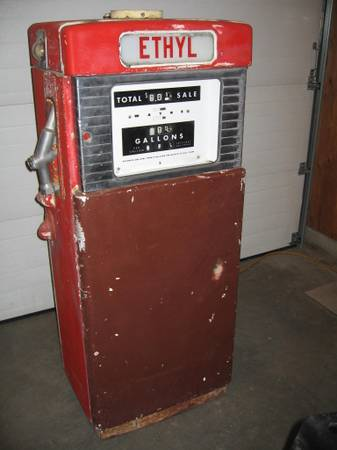 Photo Gas Pump FREE Delivery to Wives - $650 (Wenatchee)