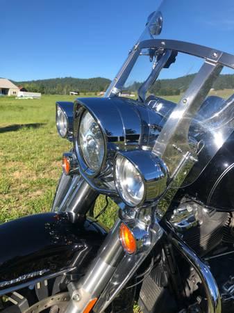 Photo Harley Davidson Roadking 2017 - $13,500 (Spokane)