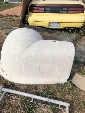Photo Large dog igloo - $50 (Wenatchee)