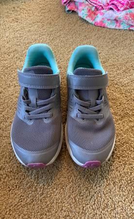 Photo Nike toddler girl shoe - $13 (Wenatchee)