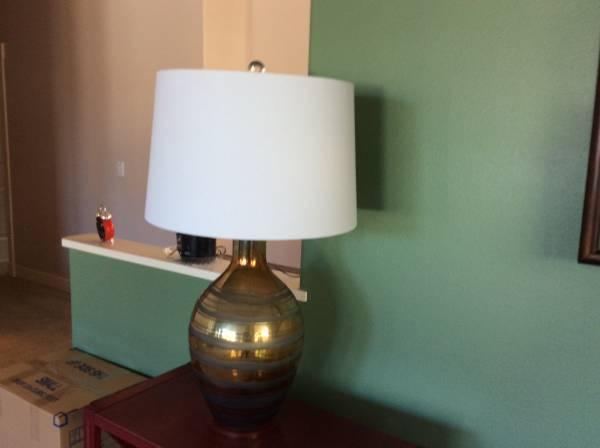 Photo TABLE LAMP VERY NICE - $15 (E WENATCHEE WA)