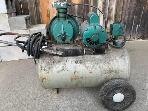 Photo Vintage air compressor - $30 (Wenatchee)