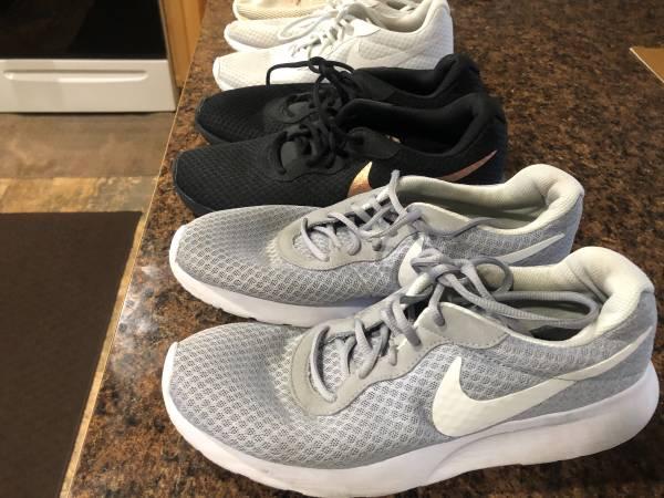 Photo Womens NIKE Shoes - $15 (Wenatchee)