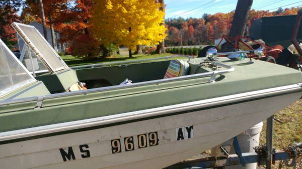 Photo 14 ft crestliner boat - $1,300