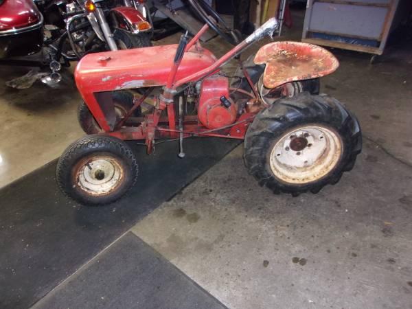 Photo 1957 wheel horse tractor - $1 (adams)