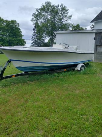 Photo 1979 20 ft Wellcraft center console boat on refurbished trailer. - $1,000 (Chicopee)