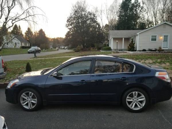 Photo 2010 Nissan Altima SR 3.5 - $4,500 (Feeding Hills)