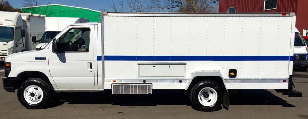 Photo 2013 FORD E450 14FT BOX TRANSPORT TRUCK AUTO LOW MILES CLEAN NICE - $12,900 (ENFIELD CT)