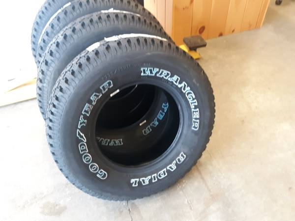 Photo 235 75 15 New Goodyear Wrangler Radials 4 tires (Swnh)