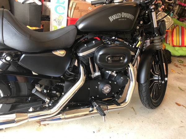 Photo Almost New 2015 Harley Davidson Sportster Iron 883 only 1125 miles - $8,900 (Southton)