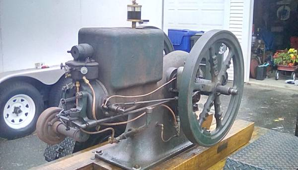 Photo Antique IHC 6 HP Engine like hit and miss with Show Trailer - $1,750 (Easthton Mass)