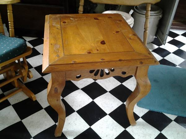 Photo Antique knotty pine accent table -french country - $250 (Pittsfield)