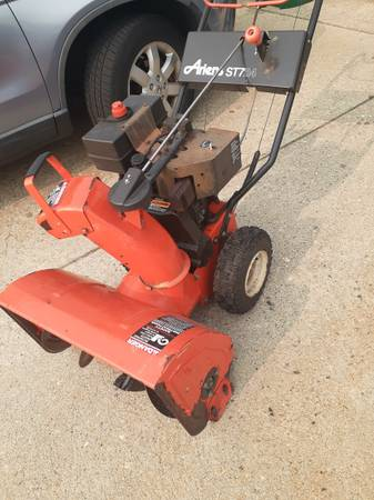 Photo Ariens ST724 Snow Blower with electric start  - $100 (chicopee)