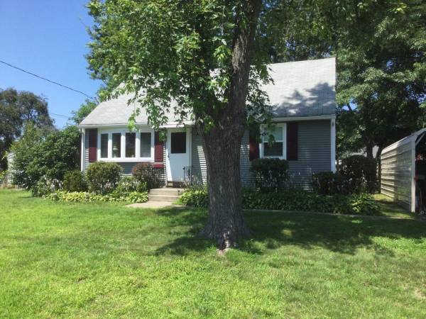 Photo Cape House for Sale by Owner - 4 bedrooms, recently vinyl sided and windows, new (112 Gill Street, Chicopee - off Chicopee Street)