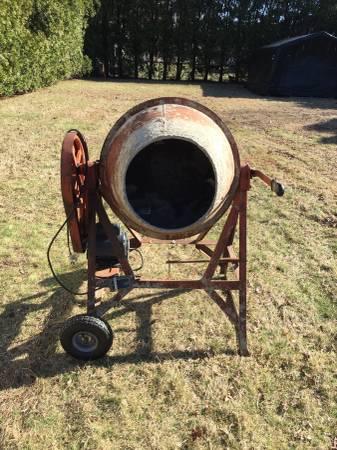 Photo Commercial Concrete Mixer - $350 (Easthton)