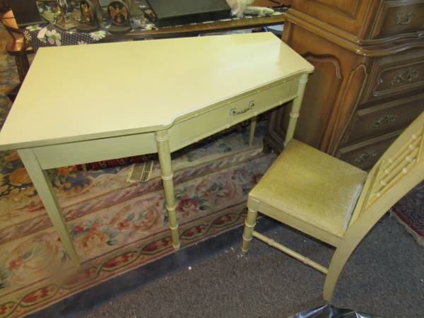 Photo Henry Link Dixie Faux Bamboo corner desk with chairs - $175 (Westfield)