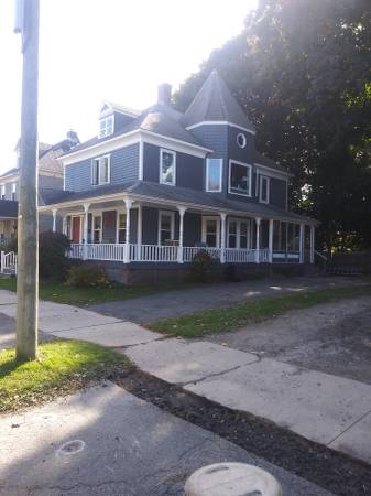 Photo Large bedroom near B.M.C. all utilities included. (Pittsfield)