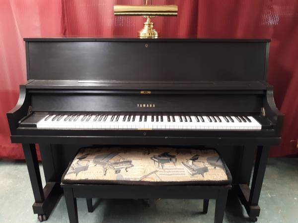 Photo PIANO 2003 YAMAHA P22, 45quot Prof. upright, black oak. Tuned, regulated - $2,950 (Delivery Included)
