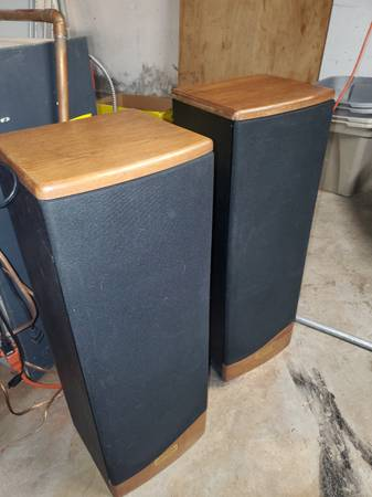 Pair of Advent Prodigy 2 floor standing speakers Excellent - $90 (Enfield, CT)