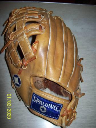 Photo Softball Glove-Spalding Top Flight XP-600-Left Hand Throw - $15 (Springfield)