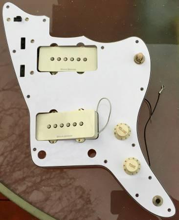 Photo Squier Vintage Modified Jazzmaster loaded pickguard - $100 (Northton)