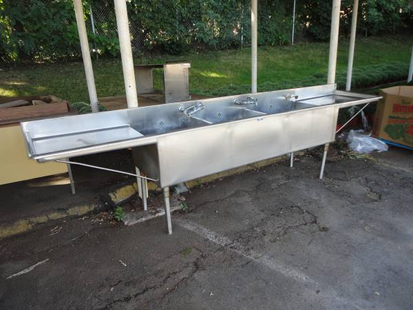 Photo Stainless Steel Commercial Sink - $500 (E Longmeadow)