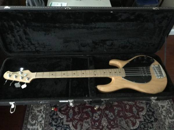 Photo Sterling MM Ray35 Bass - $500 (Enfield CT)