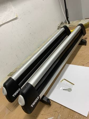 Photo Thule 91725 30 inch ski snowboard roof rack carrier used - $100 (Springfield)