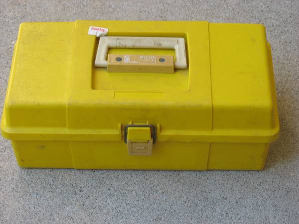 Photo Vintage PLANO 5410 14quot Yellow Tackle Box - $10 (Westfield)
