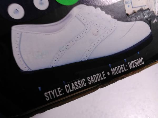 Photo WOMANS DUNLOP CLASSIC SADDLE WHITE LEATHER GOLF SHOES SIZE 9M NEW - $25 (Pittsfield)