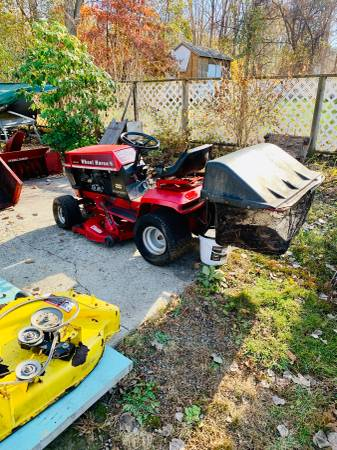 Photo Wheel Horse 211 Tractor - $100 (Charlton)
