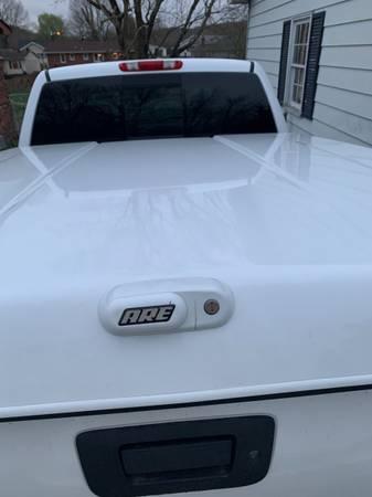 Photo 08 Chevy Silverado bed cover - $600