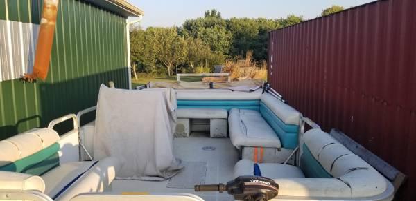 Photo 1994 Hurricane Deck Boat 2439 - $5,400 (Brownsville)