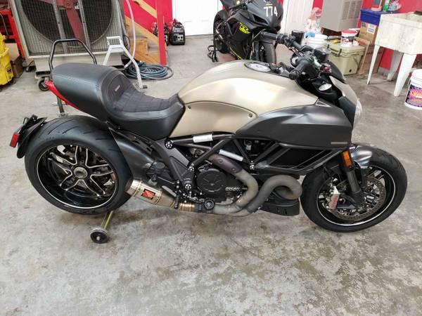 Photo 2015 Ducati Diavel Titanium 189500 - $10,500 (Bowling Green)