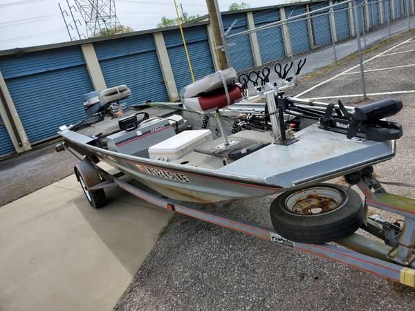 Photo Alumacraft 16ft 30 hp yamaha - $4000 (Jackson.TN)