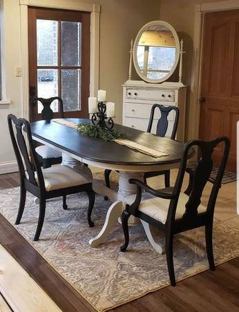 Photo Farmhouse antique dining room table - $495 (Gilbertsville)
