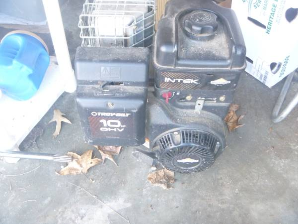 Photo HARDLY Used Briggs  Stratton Model 204412 10HP Side Shaft Motor - $100 (Trigg County)