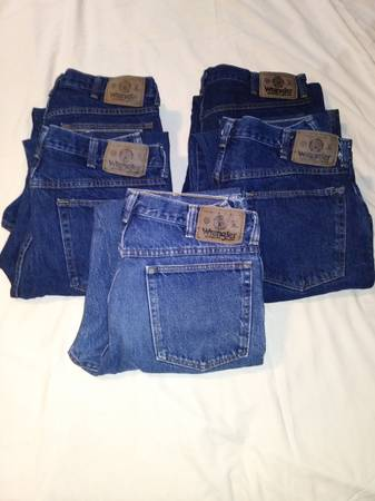 Photo Lot of 5 Pair Wrangler Jeans New wo Tags - $30 (Nebo KY)