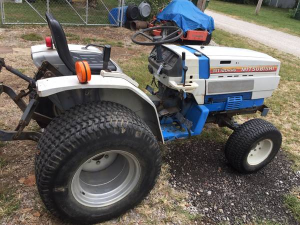 Photo Mitsubishi 18Hp Diesel 4WD Tractor LOW HOURS - $3000 (Mt Vernon, Il)