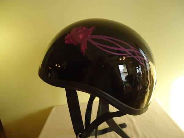 Photo Motorcycle Helmut with Fucshia Roses - $20 (Marion, IL)