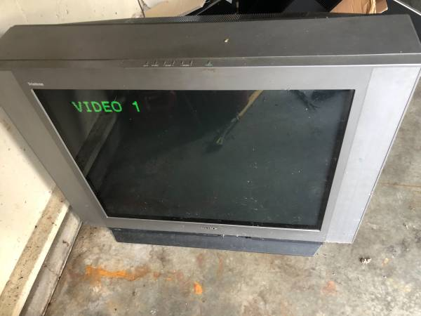 Photo Sony tv trinitron 32 - $50 (Evansville)