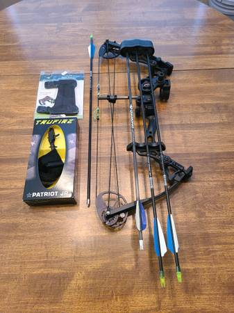 Photo Youth Bow Diamond by Bowtech Atomic Compound Bow - $150 (Paducah)