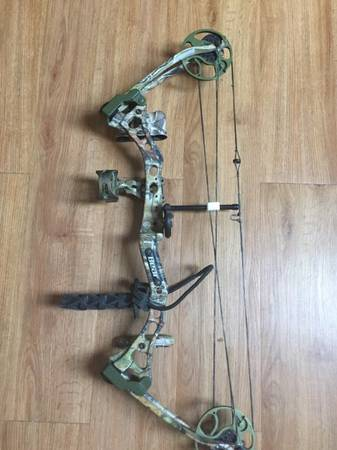Photo Youth bow and case - $125 (Marble hill)